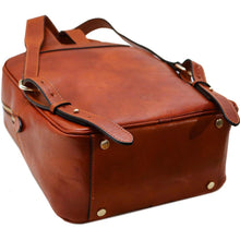 Load image into Gallery viewer, Leather Backpack Floto Siena brown bottom