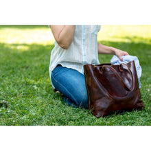 Load image into Gallery viewer, leather shoulder tote bag floto piazza brown 3