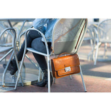 Load image into Gallery viewer, leather handbag floto milano mini olive honey brown