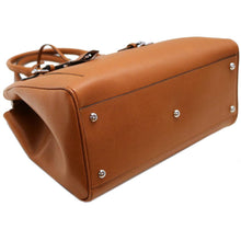 Load image into Gallery viewer, Leather Handbag Floto Rapallo Bag bottom
