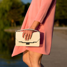 Load image into Gallery viewer, Leather Clutch Floto Firenze in Saffiano - cream model