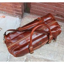 Load image into Gallery viewer, Leather Duffle Bag Floto Drop Bottom Shoe Comparment 4