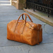 Load image into Gallery viewer, Leather Duffle Bag Floto Venezia Grande tobacco brown