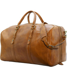 Load image into Gallery viewer, Leather Duffle Bag Floto Venezia Grande tobacco 24