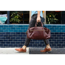 Load image into Gallery viewer, leather duffle bag floto brown