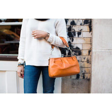 Load image into Gallery viewer, leather handbag floto hobo