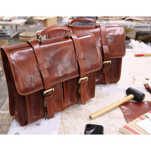 Load image into Gallery viewer, Leather English Briefcase Messenger Bag Floto Firenze samples