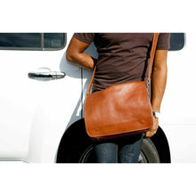 Load image into Gallery viewer, leather messenger bag floto toscana