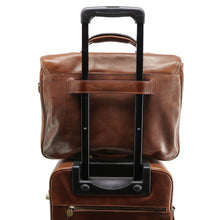 Load image into Gallery viewer, Floto Italian Cortona Messenger Bag Briefcase in brown 5