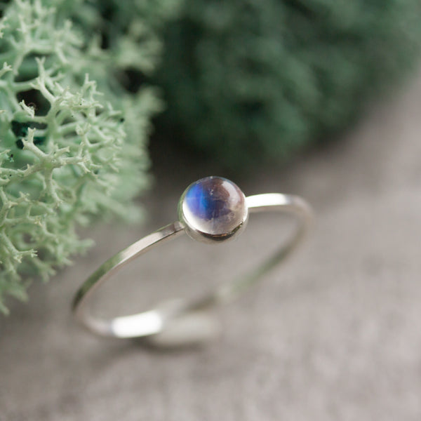 Moonstone - Simple silver solitaire ring with Rainbow Moonstone gemstone 5mm