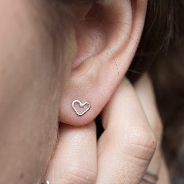 Tiny hearts - Sterling silver stud earrings