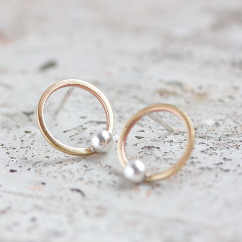 Modern circle stud earrings made of brass and silver