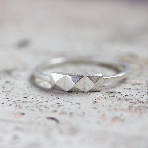 Geometric ring with 3 pyramids - modern, minimalistic ring