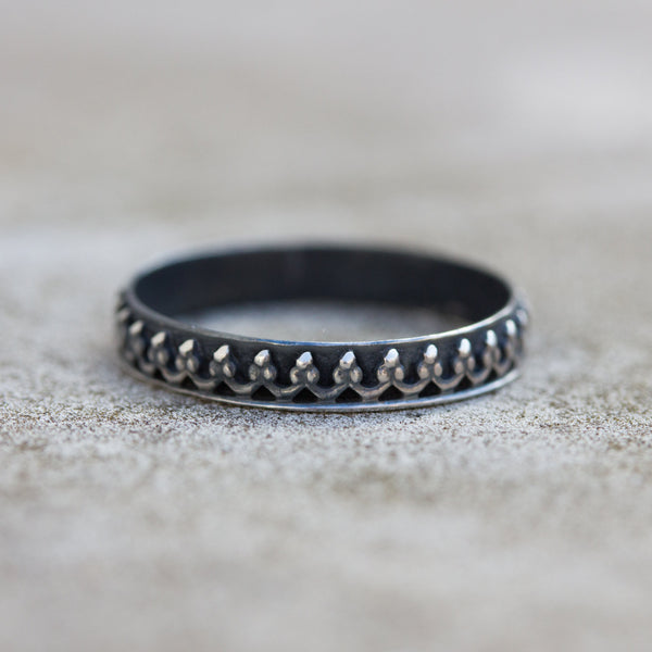 Macbeth ring - Silver crown ring, oxidized silver, princess ring