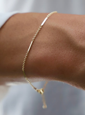 DELICATE GOLD LONG BAR AND CHAIN BRACELET