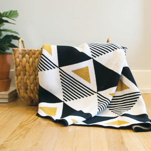 Envie Geo Throw