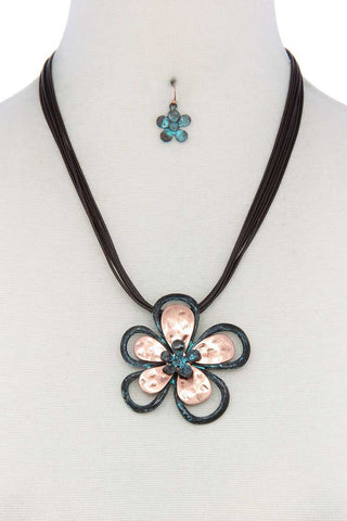Two Tone Flower Pendant Pu Leather Necklace - ThriftyJean