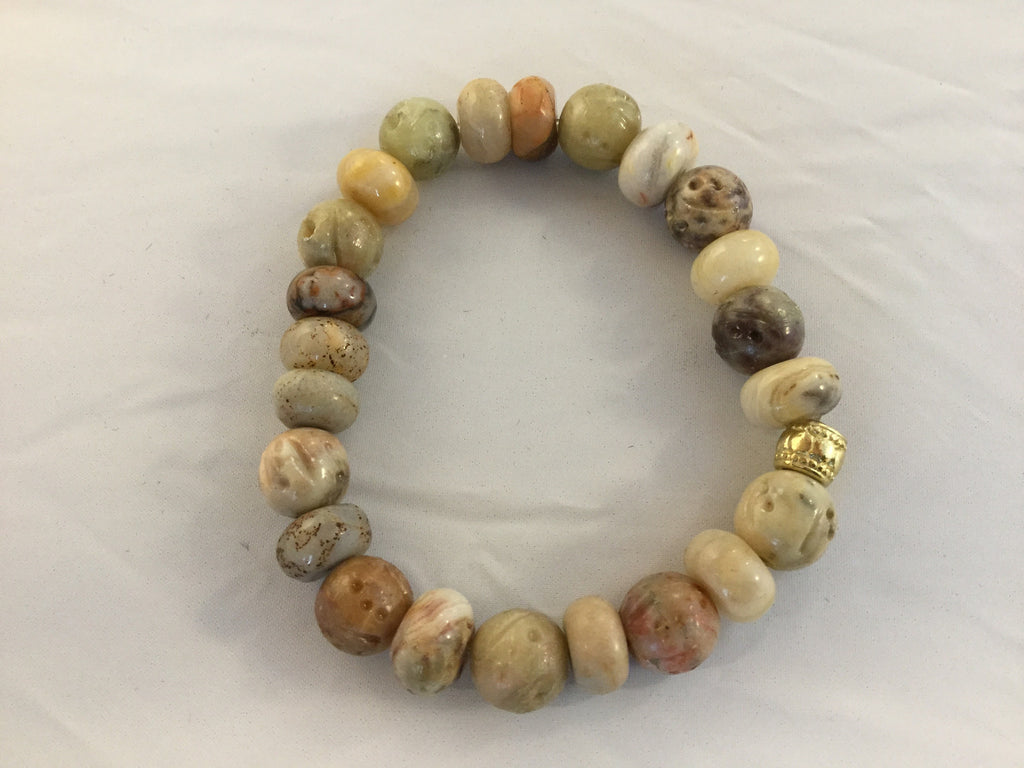 BB4S has beige & light brown Jasper and Agate