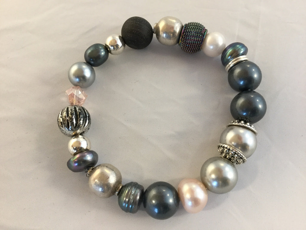 BG2S has 3 colours of fresh water pearls with a sterling ball