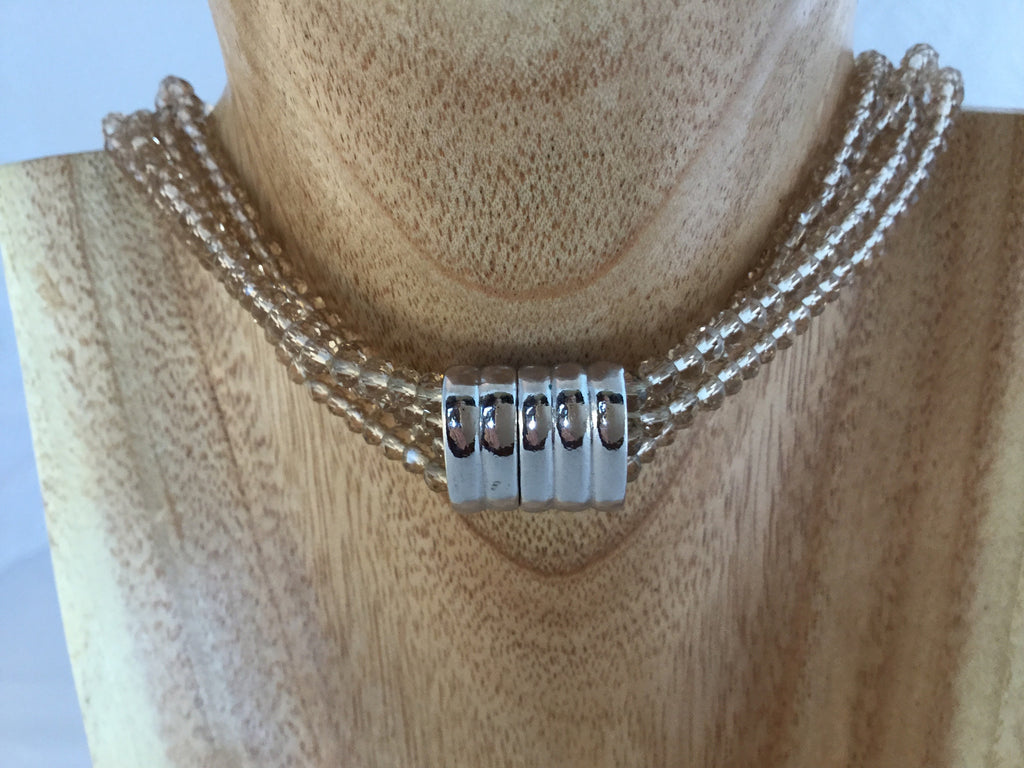 CHAMPAGNE: magnetic clasp is 16x27mm