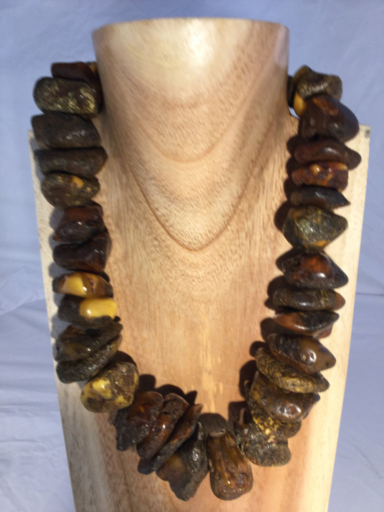 NADIA: The many hues of yellow-brown in the Amber makes this a perfect necklace for the brown family.