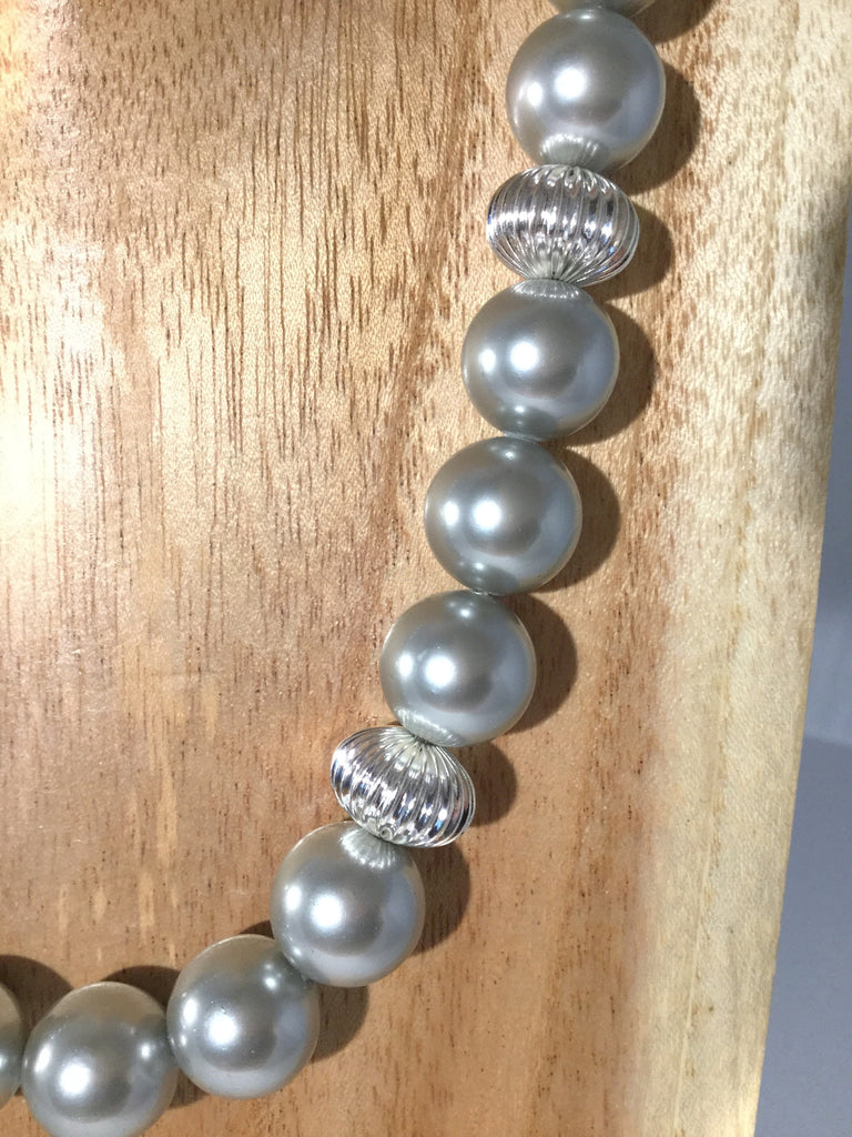 SHADOW: Grey Pearl Choker
