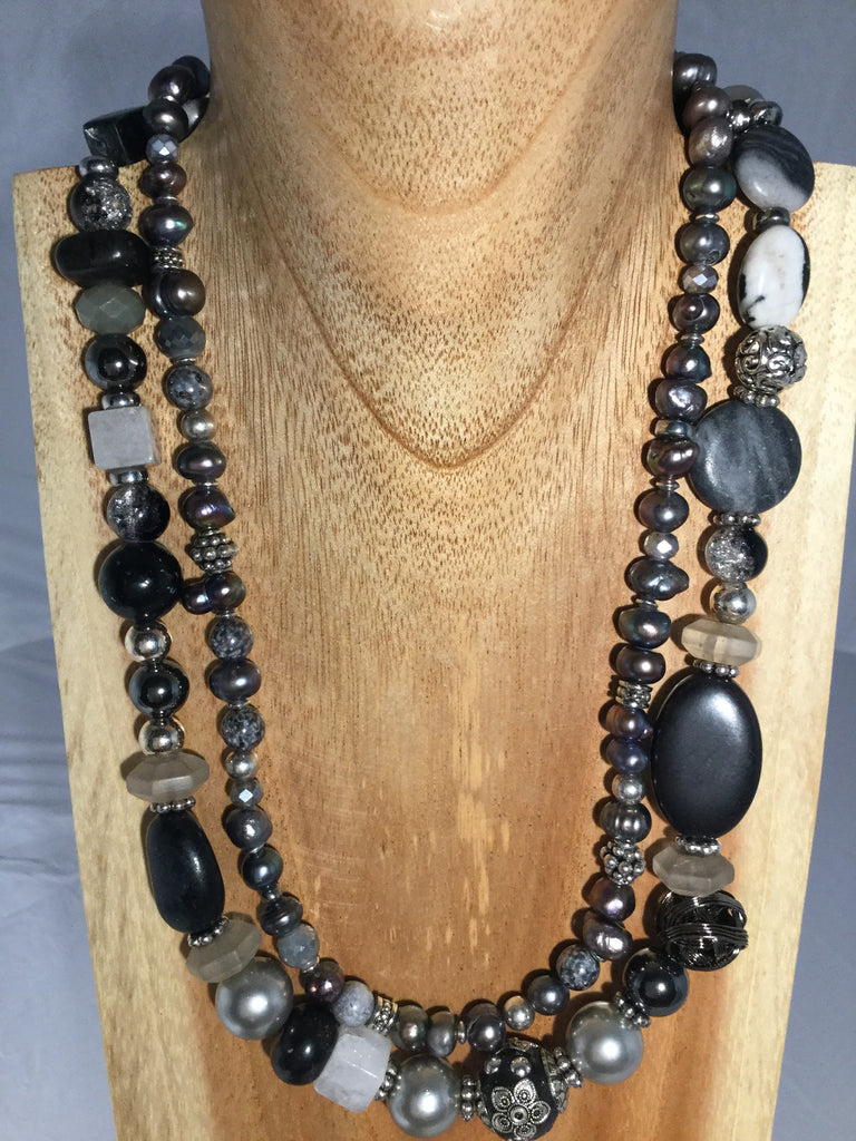 PEBBLES: Dark Grey Pearl Necklace