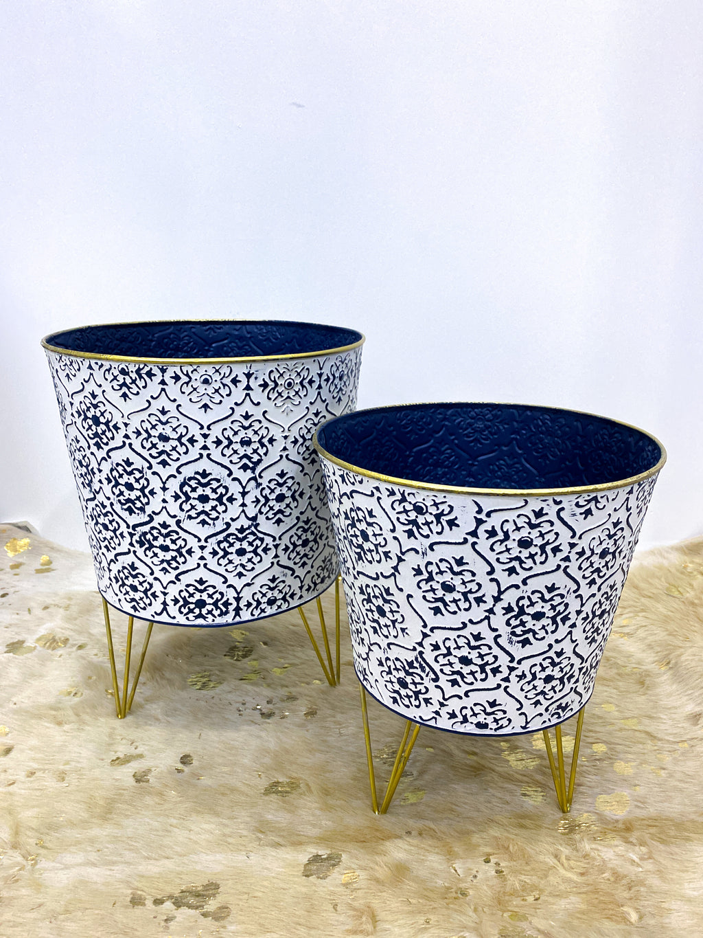 White/Blue Moroccan Pot with Hairpin Stand