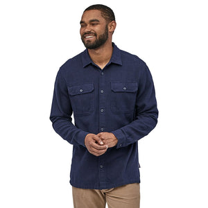 Patagonia Men's Long-Sleeved Fjord Flannel Shirt Navy Blue Model 2