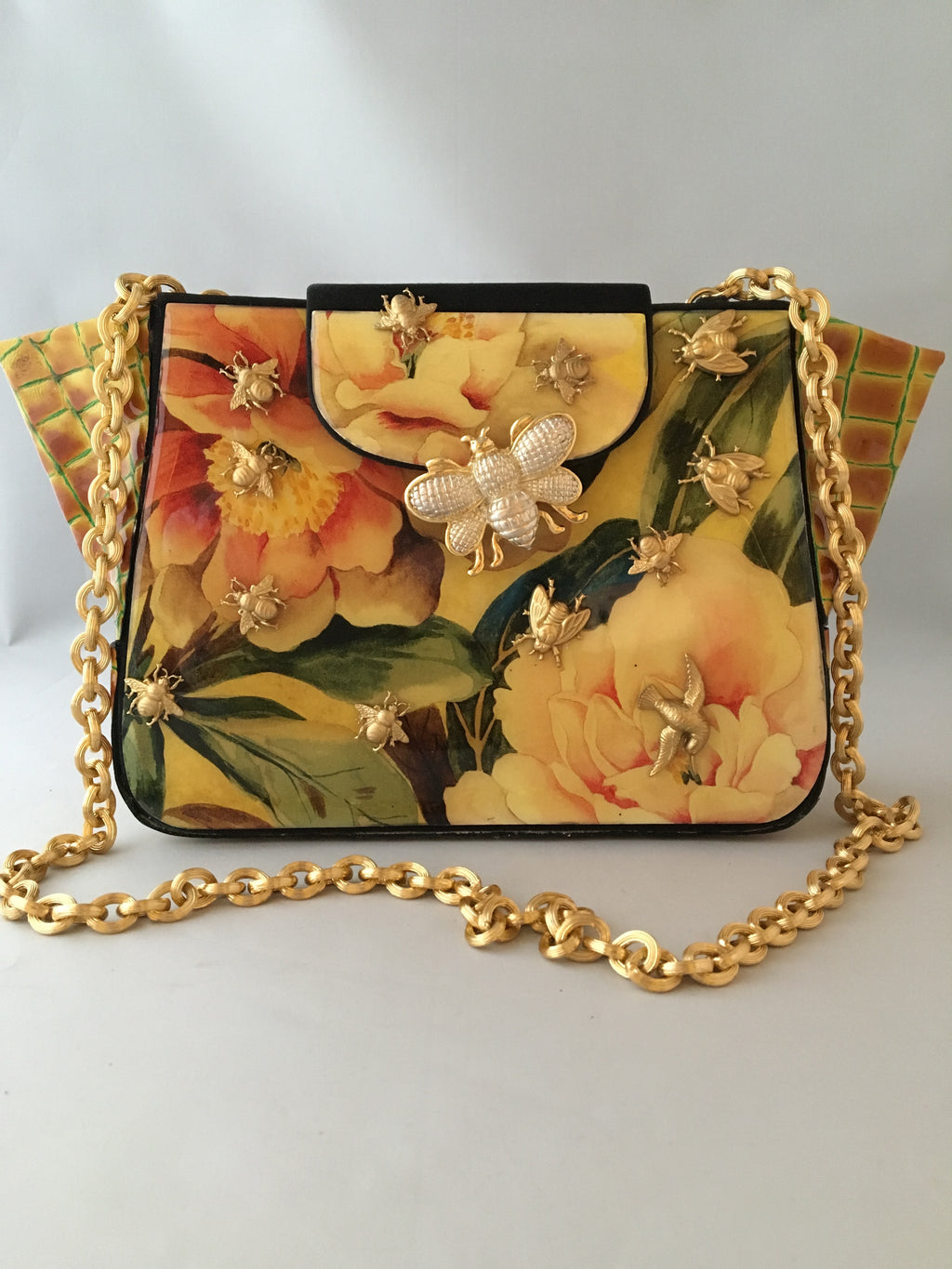 "Giraffe and geraniums combine together so well in this art-deco vintage style purse from the 1970s. The vintage golden chain adds to its charm. We especially love how the giraffe print leather forms its unusually prominent gussets.   Dimensions - Height 8""; Width 9""; Depth 4""; Handle 14"""