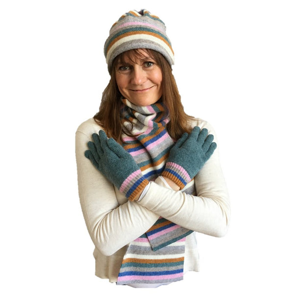 Old School Beauly Knitwear - Inverness Pink Skies Gloves with Hat & Scarf on model