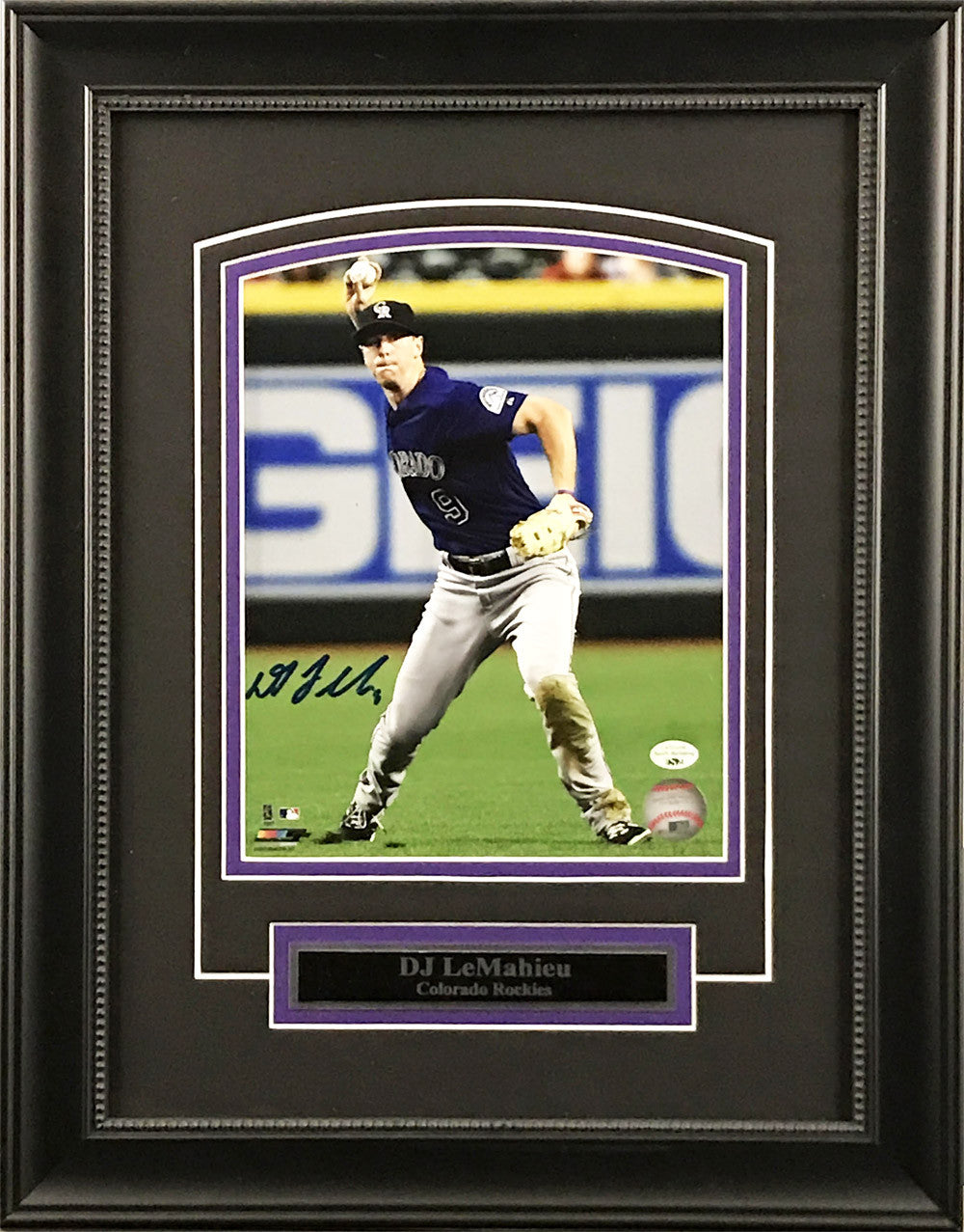 Deluxe Framed D.J. LeMahieu 8x10 Signed Photo (Fielding)