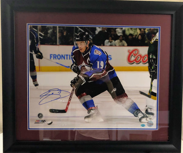 Joe Sakic Colorado Avalanche Autographed 16x20 Photo Framed with COA