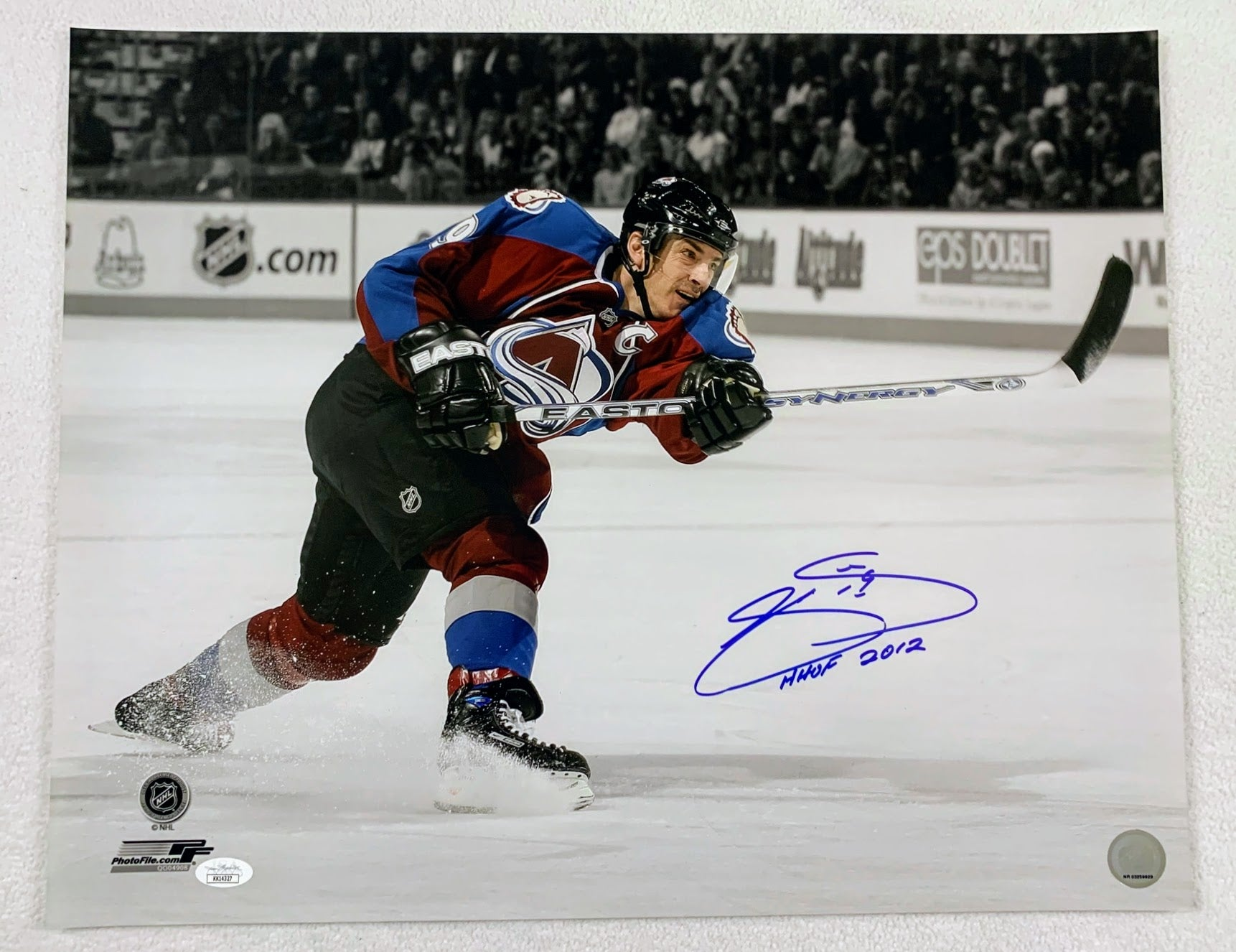 Joe Sakic 16x20 Autographed Photo HHOF Inscription LSM JSA COA