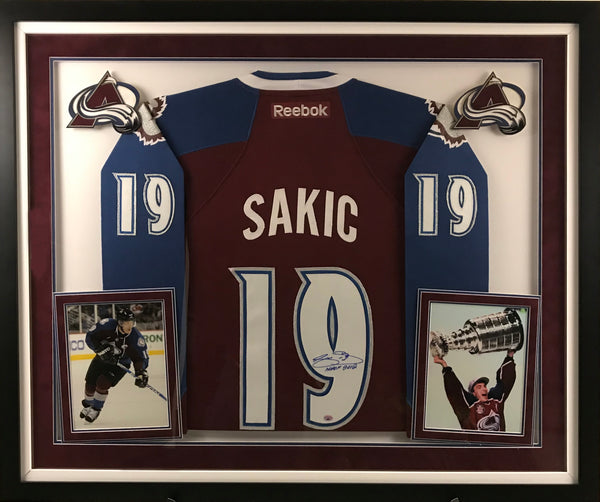 Joe Sakic Signed Colorado Avalanche Jersey - Deluxe Frame