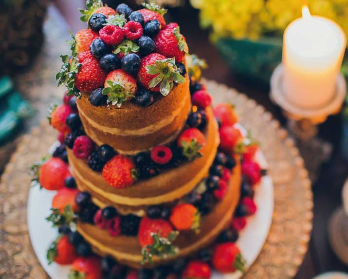 Naked Cake Decorado com Frutas