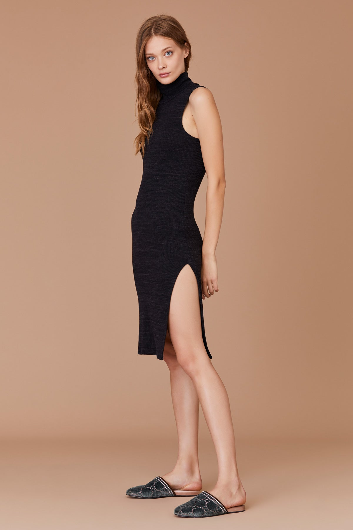Sleeveless Slub Sweater Dress with Back Cutout in Heather Black