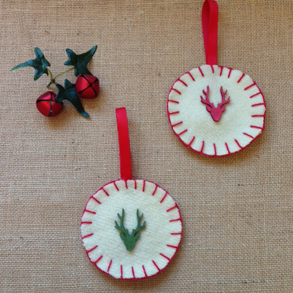BlanketStitch Round Decoration - Reindeer