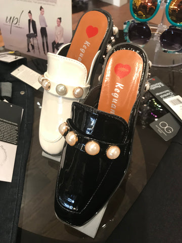 Loafers with white Pearls
