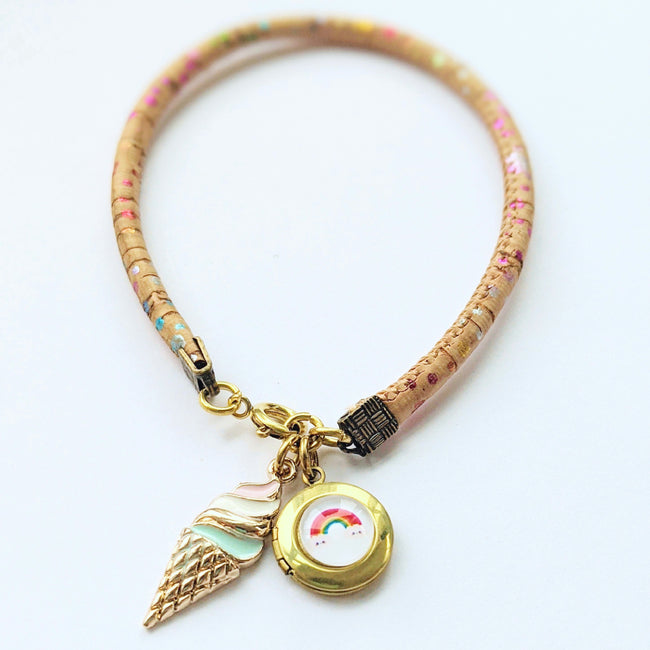 """BRIGTHER DAYS"" LOCKET BRACELET ON CORK (VEGAN) - One Thing Lockets 