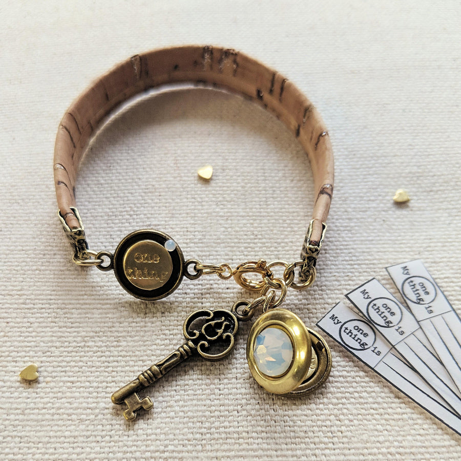 "KIDS! - ""OASIS"" LOCKET BRACELET ON CORK (VEGAN) - One Thing Lockets 