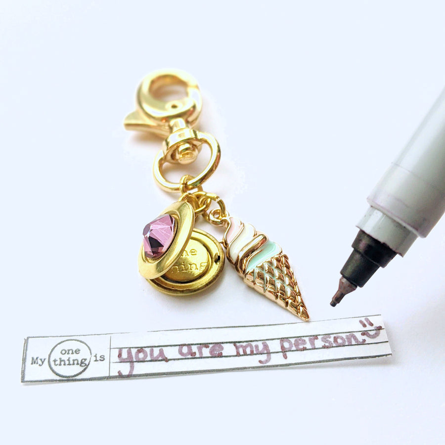 """HAPPY THOUGHTS"" LOCKET KEYCHAIN/PURSE CLIP - One Thing Lockets"