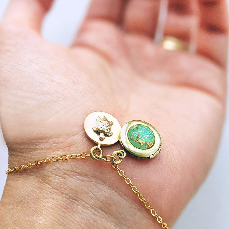"""MY BEAUTIFUL HONU"" MINIMALIST TURTLE LOCKET BRACELET - Non tarnish coating - One Thing Lockets"