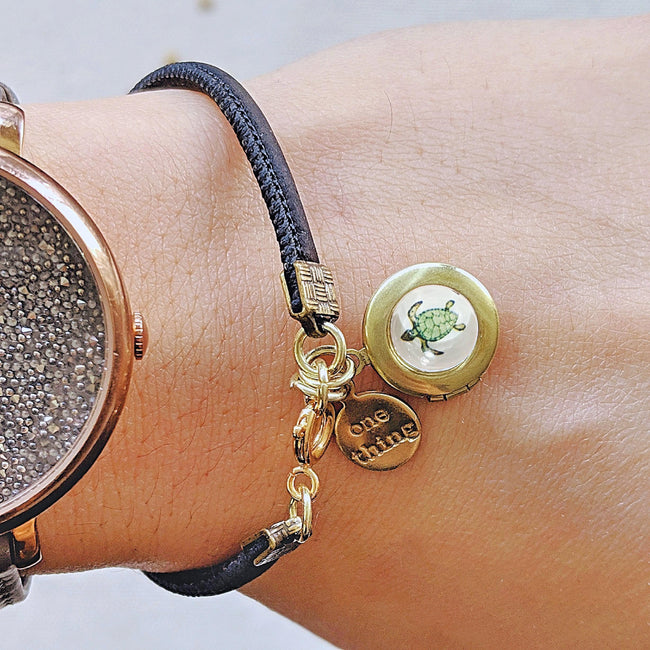 KIDS! - TINY TURTLE LOCKET BRACELET ON CORK (VEGAN) - One Thing Lockets | Empowering People With Their Own Message