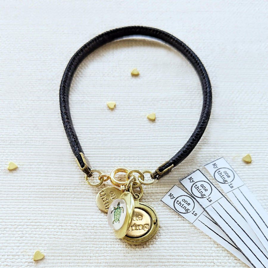 "KIDS! - ""TINY TURTLE"" LOCKET BRACELET ON CORK (VEGAN) - One Thing Lockets 