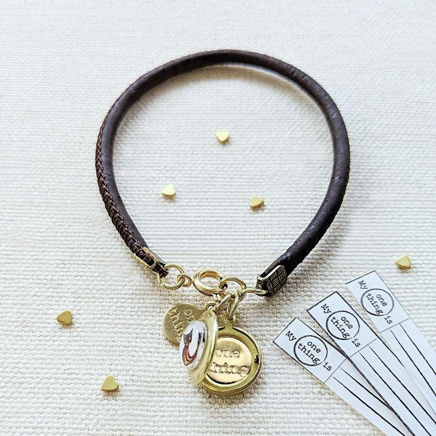 """TWO CATS"" LOCKET BRACELET ON CORK (VEGAN) - One Thing Lockets 
