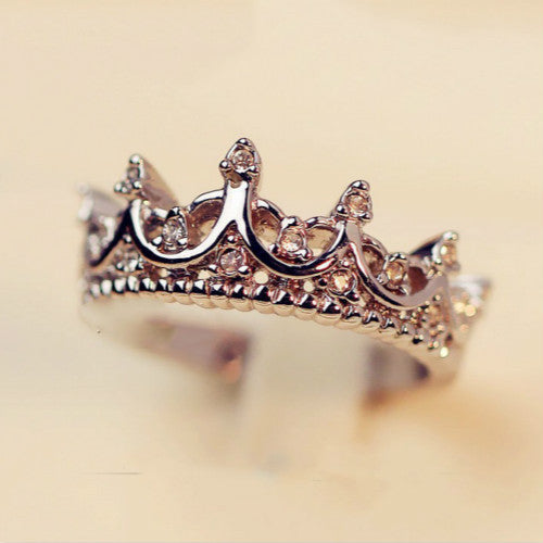 Elegant Queen's Silver Crown Ring For Women - Free Shipping