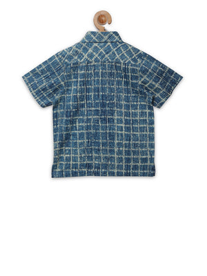 Blue white check collar shirt