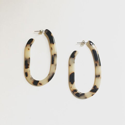 MARGOT HOOPS IN ASH BLONDE TORTOISE