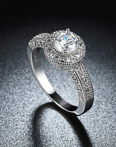 Platinum Plated Elegant Austrian Crystal Royal Queen Designer Solitaire Ring for Women